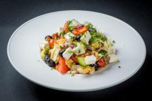 Греческий салат с вялеными томатами
